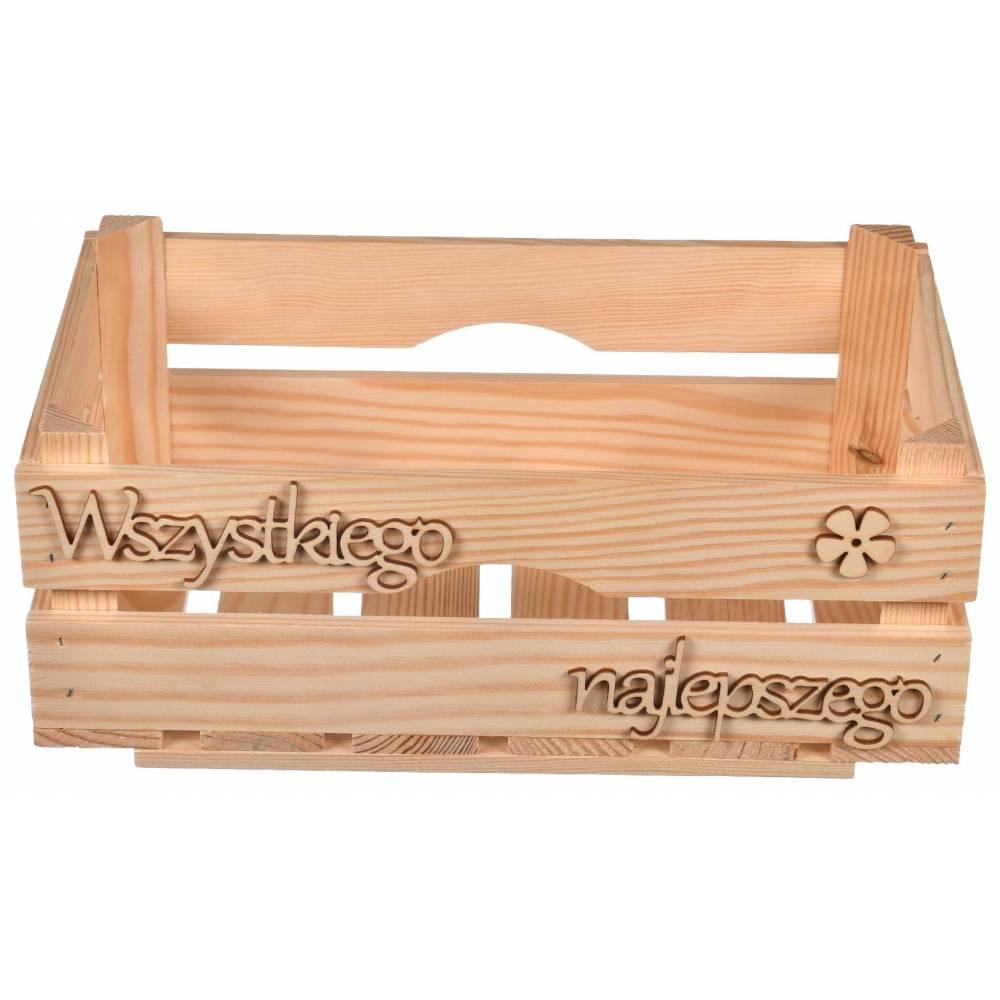 drewniana skrzynka z napisem wszystkiego najlepszego