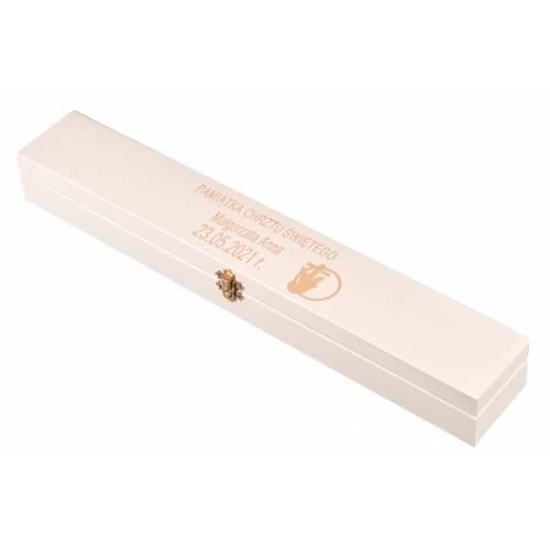 Białe drewniane pudełko na świecę z grawerem Chrzest Święty