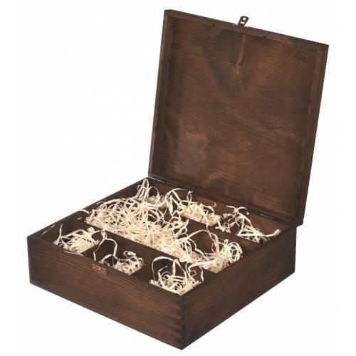 Brązowe drewniane pudełko...