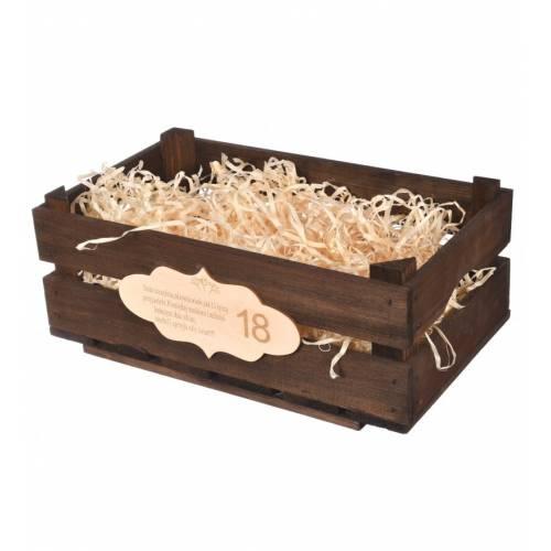 Brązowa skrzynka drewniana z grawerem prezent na urodziny