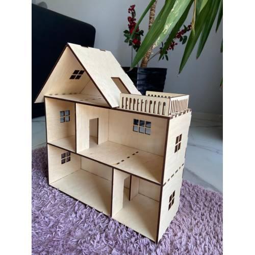 drewniany domek dla lalek z tarasem 5
